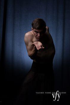 Ballet Novità dancer: John Cody Whisler Photo: Valerie Febre Yap