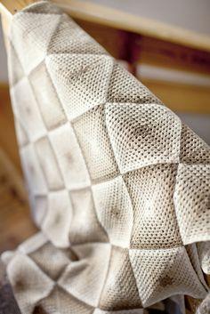 motleycraft-o-rama:  Icelandic granny squares from the Heimilisiðnaðarsafnið textile museum, On Brooklyn Tweed.