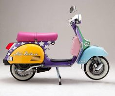 I want a scooter. I want a scooter. Piaggio Vespa, Scooters Vespa, Motos Vespa, Vespa Ape, Scooter Bike, Lambretta Scooter, Motor Scooters, Vintage Vespa, Px 125 Vespa