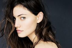 Phoebe Tonkin and her gorgeous jewelry
