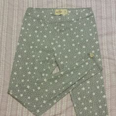 Hollister Leggings Starry print  (grey with white stars) Worn a few times, no rips or stains! Hollister Pants Leggings