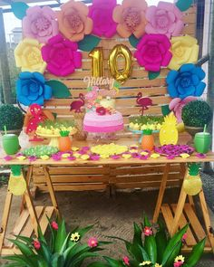 Festa de flamingo: 30 ideias para você se inspirar | Bebe.com.br Aloha Party, Party Kulissen, Disco Party, Simple Birthday Decorations, Pool Party Decorations, Backdrops For Parties, Party Themes, Flamingo Party, Flamingo Birthday