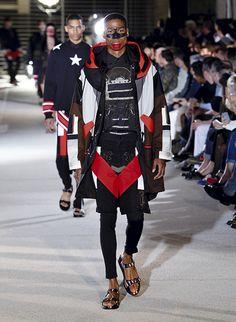 See all the Givenchy Spring/Summer 2014 photos on Vogue. Vogue Paris, Men Fashion Show, Mens Fashion, Jhon Galliano, Givenchy, Paris Mode, Italian Fashion Designers, Sartorialist, Women Wear