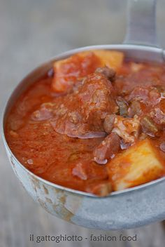 Spezzatino con patate (Rustic stew with potatoes) Beef And Potato Stew, Beef And Potatoes, Italian Dishes, Italian Recipes, Lidias Italy Recipes, My Favorite Food, Favorite Recipes, Italian Potatoes, Italian Vegetables
