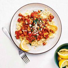 Recette de tajine de poulet aux abricots | .coupdepouce.com Risotto, Ethnic Recipes, Food, Apricot Chicken, Kitchens, Indian Recipes, Tasty Food Recipes, Crockpot, Dish