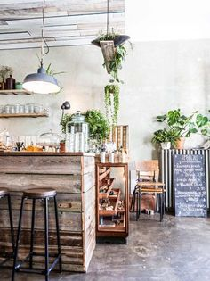Roamers cafe, great breakfast spot in Berlin Neukoelln. Would suspended plants work for my apartment? Restaurant Berlin, Modern Restaurant, Restaurant Interior Design, Shabby Chic Restaurant, Shabby Chic Cafe, Rustic Cafe, Rustic Kitchen, Rustic Decor, Rustic Colors