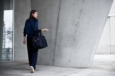 The Weekender bag from Qwstion can transform into a backpack and is the right size for city breaks. City Break, Weekender, Travel Bags, Backpacks, Urban, Fashion, Travel Handbags, Moda, Fashion Styles
