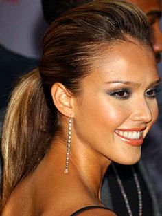 Jessica #Alba- silvery-smokey shadow, dangly earrings and ponytail