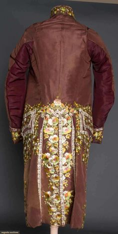 GENT'S FORMAL COAT, LATE 18TH-EARLY 19TH C Italian, bown silk faille, silk floss floral embroidery in ivory & autumn shades, high stand collar, 22 embroidered buttons, side flap pockets, glazed linen lining, ivory satin facing,