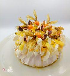 Pavlova tropicale, una sorpresa piacevole e fresca! | Passionedolce Pavlova, Camembert Cheese, Mango, Cakes, Sweet, Food, Tropical, Pineapple, Manga