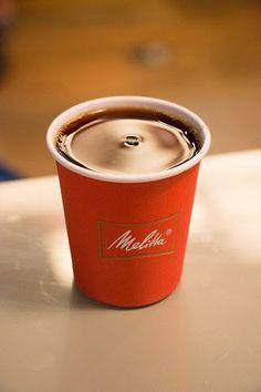 Passe no Espaço Melita e aprecie um café passado na hora pra você. ;)