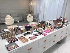 Best Picture For make up room studio interior design For Your Taste You are looking for something, a Beauty Room Decor, Beauty Salon Decor, Beauty Salon Interior, Makeup Studio Decor, Nail Salon Decor, Salon Interior Design, Studio Interior, Vanity Makeup Rooms, Makeup Storage Drawers