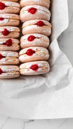 Donut Flavors, Macaron Flavors, Macaron Recipe, Breakfast Recipes, Dessert Recipes, Desserts, Champagne Cupcakes, Almond Recipes, Macaroons