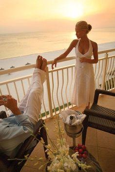 perfect sunset on the beach - Tropical summer beach vacation escape Honeymoon Places, Honeymoon Destinations, Honeymoon Pictures, Honeymoon Dress, Glamour, E Book, Luxury Life, Summer Beach, Summer Sunset