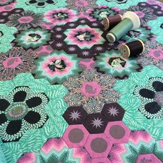 So excited to finally get to quilting my #tulapink #hexie quilt. #ilovetoquilt #fmq #foxfields #tulatroops