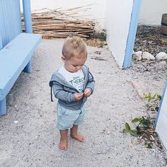 Baby Jax yesterday wearing his super cool @valhalla1652 tee. On location for our shoot with @silverdunephoto!💙@craftbierman #diestrandkombuis Love this place! #momblog #mumuandme baby boy style toddler style