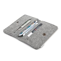 Description:  This simple but yet modern sleeve made of 100% natural wool felt which is 3-4mm thick. It provides the perfect protection from dust,