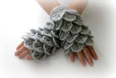 scalloped fingerless gloves