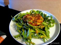These crab cakes with red pepper dressing look delicious!