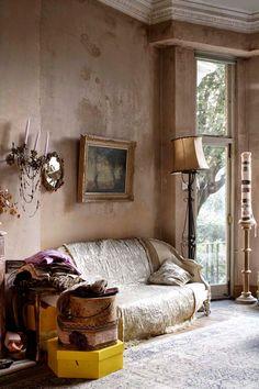 Keltainen talo rannalla: Englantilaista ja romanttista