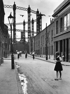 Wolf Suschitzky East End, London, 1934 From Wolf Suschitzky: Photos Vintage London, Old London, East End London, London Pride, South London, London History, British History, Asian History, Tudor History