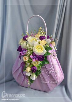 Совместный труд с Ириной Вендик Flower Bag, Flower Boxes, Edible Arrangements, Floral Centerpieces, Chocolate Bouquet, Floral Bags, Candy Bouquet, Candy Gifts, Arte Floral