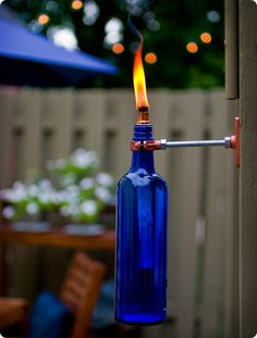 DIY Recycled Wine Bottle Torches - Tiki Lights for the deck. Torches Tiki, Wine Bottle Tiki Torch, Wine Bottle Crafts, Outdoor Torches, Diy Bottle, Bottle Garden, Wine Bottle Wall, Plastic Bottle, Bottle Art