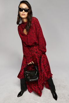 L'article Robe fleurie : Comment la choisir ? est apparu pour la première fois sur le site jet lag trips. Robe fleurie : Comment la choisir ? Rien de mieux qu'une petite robe fleurie pour incarner cet esprit estival ou […] L'article Robe fleurie : Comment la choisir ? est apparu pour la première fois sur le site jet lag trips. Fashion 2020, Runway Fashion, Spring Fashion, Fashion Beauty, Autumn Fashion, Fashion Trends, Fashion Inspiration, Women's Fashion, Fashion Show Collection