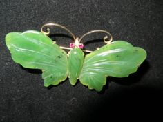 Vintage-14k-Gold-Finely-Carved-Green-Jade-Butterfly-Pin-Brooch-with-Ruby-Eyes