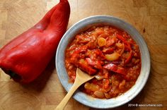 Lecso: Hungarian slow-cooked dish of peppers and onions with paprika. Veg Recipes, Vegetarian Recipes, Cooking Recipes, Healthy Recipes, Healthy Food, Hungary Food, Romanian Food, Exotic Food, 30 Minute Meals