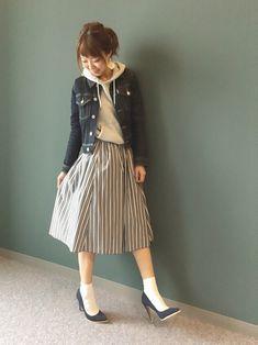 RANDAのパンプスを使ったショップスタッフ kumemiさんのコーディネートです。│最近お気に入りのストライプスカートです^...