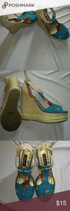 Doll house wedges. Floral print*never worn* 5in long. *super cute* Dollhouse Shoes Wedges