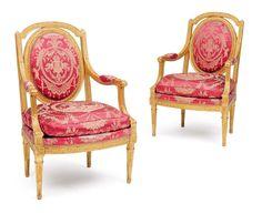 Paire de fauteuils en bois redoré à dossiers plats cintrés et évidés dans les écoinçons du médaillon, la ceinture à décor d'entrelacs, reposant sur des pieds fuselés, cannelés et rudentés. Porte une estampille IB. SENE et une marque à la fleur de lys non identifiée. Travail probablement piémontais, fin du XVIIIe siècle