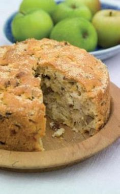 This apple cake is thick with fruit, slightly fluffy and moist, and is quick and reliable to make. Delicious served warm from the oven. Apple Cake Recipes, Cake Mix Recipes, Baking Recipes, Dessert Recipes, Apple Cakes, Recipe For Apple Cake, Cooking Apple Recipes, Cooking Tips, Cupcakes