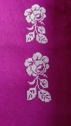 This Pin was discovered by Mac Cross Stitch Borders, Cross Stitch Flowers, Prayer Rug, Embroidery Designs, Rugs, Creative, Floral, Jewelry, Daisies