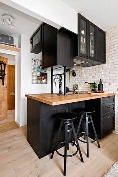 Enviable Black and White Kitchen Remodel Designs - Horror Underground New Kitchen, Kitchen Decor, Country Kitchen, Small Apartment Kitchen, Loft Design, Design Blog, Lofts, Kitchen Flooring, Cheap Home Decor