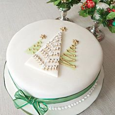 Elegant looking Christmas cake. The cake looks simple tasty and has been designed in white and gold theme making it a simple yet beautiful looking cake.