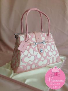 Pretty #Pink & #White #Handbag #Cake - We love and had to share! Great #CakeDecorating!