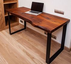 Reclaimed Wood Desk, Solid Wood Desk, Retro Furniture, Wood Furniture, Furniture Design, Workbench Designs, Dining Table With Bench, Mid Century Desk, Iron Table