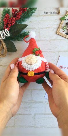 Crochet Christmas Garland, Fabric Christmas Trees, Christmas Crochet Patterns, Crochet Ornaments, Crochet Toys Patterns, Gnome Ornaments, Amigurumi Patterns, Crochet Fairy, Crochet Santa