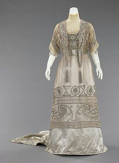 1908 ball gowns | Evening dress (1908-10) by Mrs. Dunstan made of silk and pearls