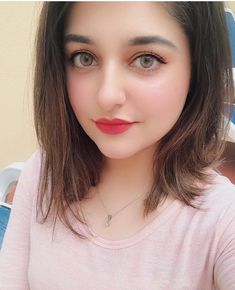 Most Beautiful Share the beauty and love Stylish Girl Images, Stylish Girl Pic, Stylish Dp, Beauty Full Girl, Beauty Women, Beauty Style, Girl Pictures, Girl Photos, Lovely Eyes