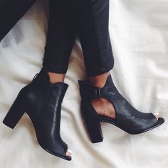 Shoes: black, boots, chunky heels, cut-out, peep toe boots . Women's Shoes, Mode Shoes, Me Too Shoes, Shoe Boots, Ankle Boots, Outfit Trends, Crazy Shoes, Mode Inspiration, Mode Style