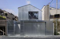 Architecture Office, Japanese Architecture, Fukuoka, Tokyo Ville, Steel Cladding, Angled Ceilings, Journal Du Design, Internal Courtyard, Steel Panels