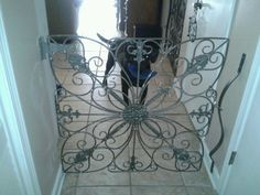 Decorating with dogs. Make your own dog gate with oversized metal wall art & porch attachments. Pet Gate, Doggie Gates, Airline Pet Carrier, Baby Gates, Child Gates, Dog Rooms, Animal Projects, Dog Crate, Diy Stuffed Animals