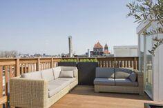 Relaxed zondagochtend op het dakterras, krantje erbij, Vondelpark even niet nodig, ik blijf thuis
