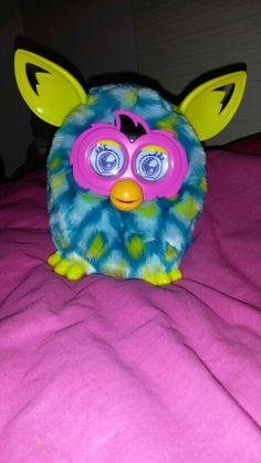 Este un Furby foarte drăguț