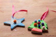 Lo prometido es deuda y aquí está una de las actividades que os propongo para decorar la casa en Navidad. En esta ocasión os voy a mostrar como hemos hecho Marc y yo nuestros adornos para el árbol de Navidad. No son unos adornos muy comunes ya que los colores que relacionamos normalmente con la … Ideas Para, Christmas Ornaments, Holiday Decor, Home, So Done, Activities, Creativity, Colors, Christmas Jewelry