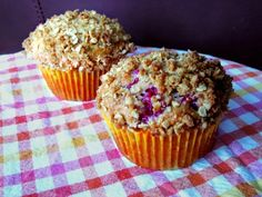 lemon-raspberry muffins with strusel topping