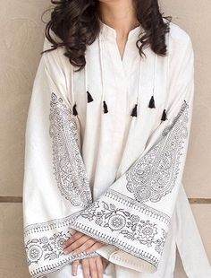 Sleeves Designs For Dresses, Dress Neck Designs, Stylish Dress Designs, Kurti Neck Designs, Simple Pakistani Dresses, Pakistani Dress Design, Simple Gowns, Pakistani Fashion Party Wear, Pakistani Outfits